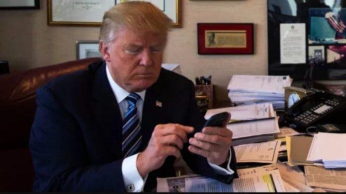 O Tραμπ άλλαξε κινητό, προτιμώντας αμερικανικά προϊόντα